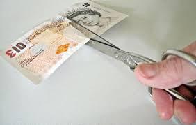 scissors cut a £10 note